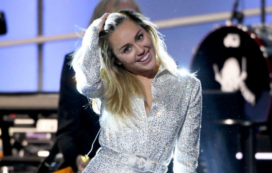 Miley Cyrus Gunakan Lagu Yang Diciptakan Siswa Parkland