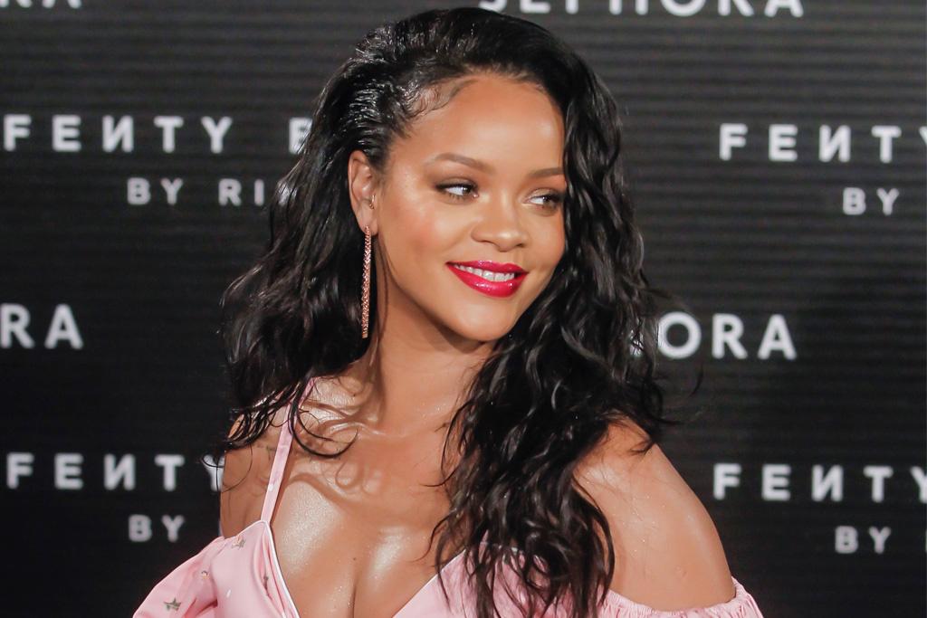 Rihanna Penyanyi Pertama Wanita Yang Raih 2 Milliar Penjualan Apple Music