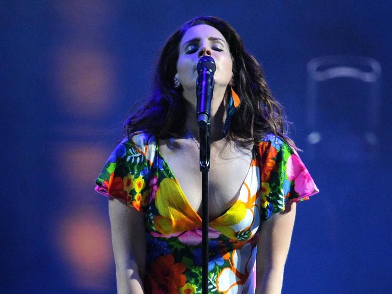 Banyak Diprotes, Lana Del Rey Tetap Tampil di Israel