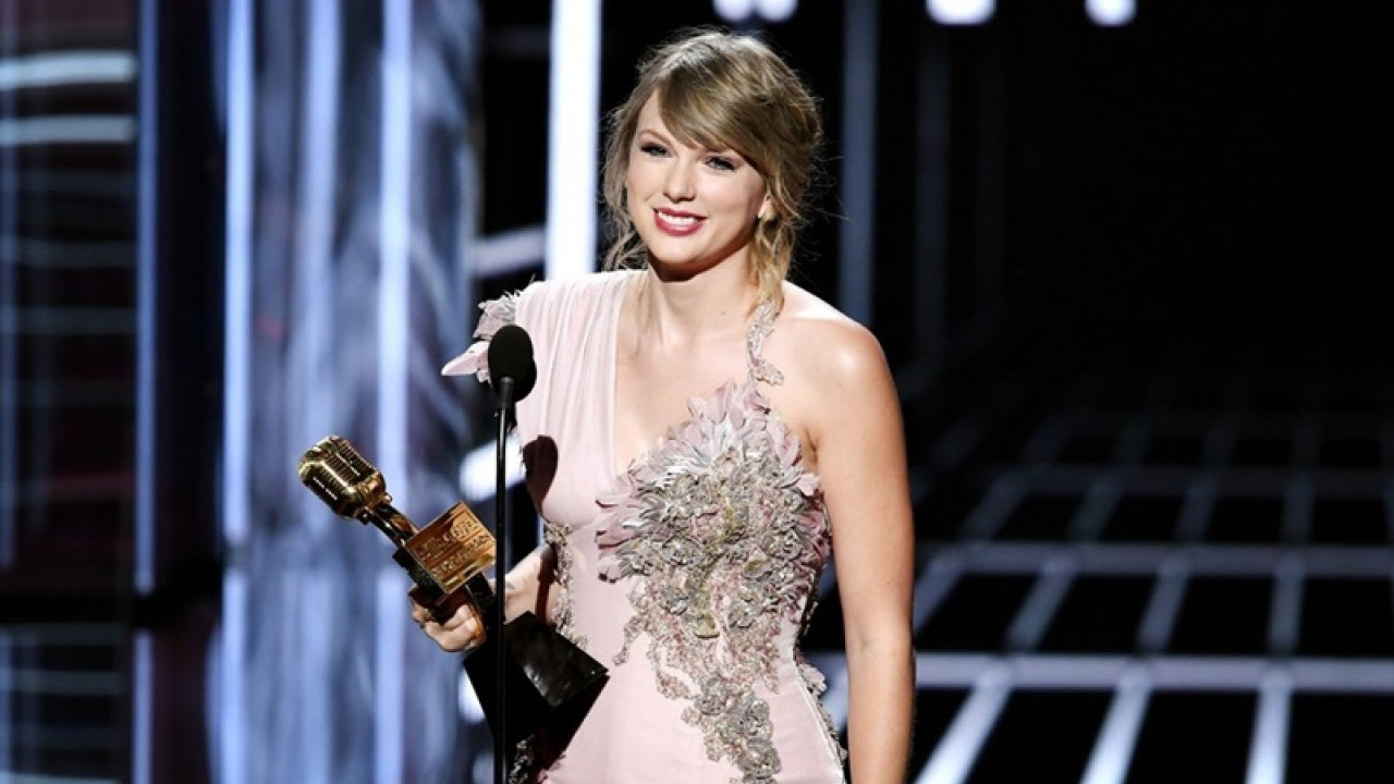Taylor Swift Akan Tampil di American Music Awards